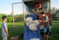 joyland-unloading-the-truck-3982-0062013.jpg