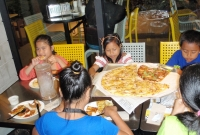 jl-kids-and-pizza-P1010776.jpg