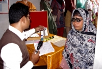 symbiosis-older-woman-having-eye-examination-IMGP0645